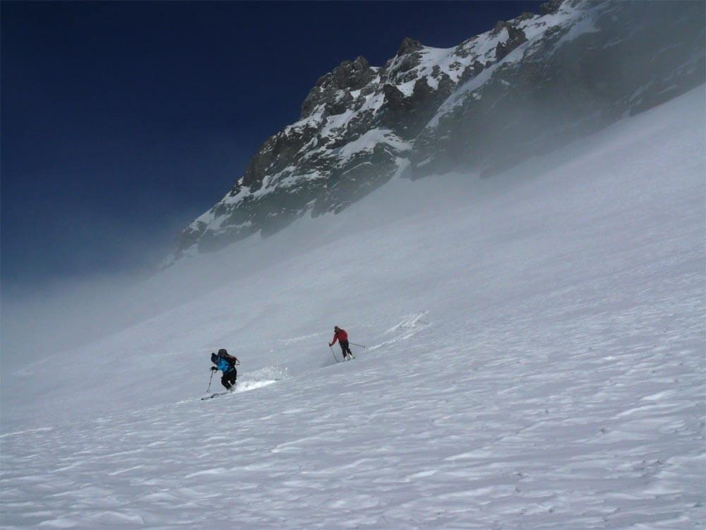descente sur le refuge en belle neige